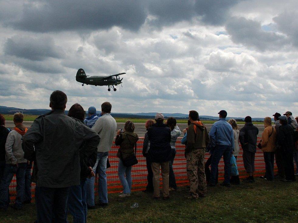 Letecký den v Chebu. Neděle 24. srpna 2008.