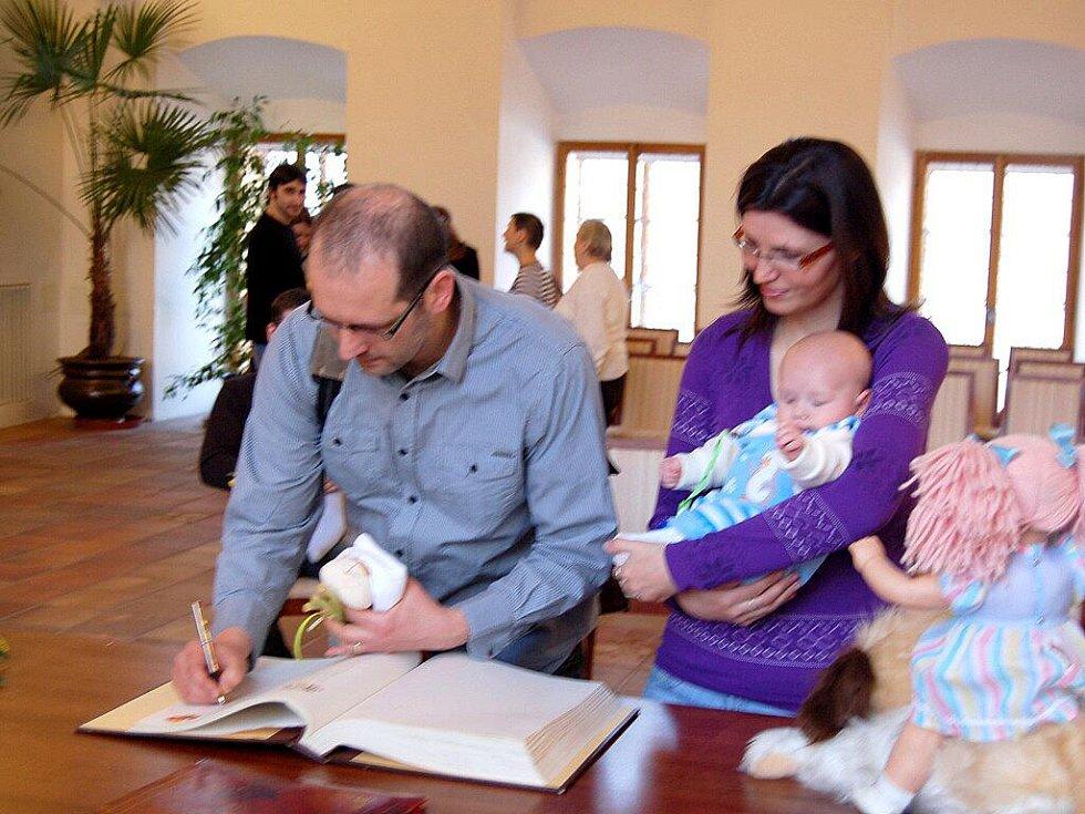 Vítání občánků na chebské radnici v lednu 2011.
