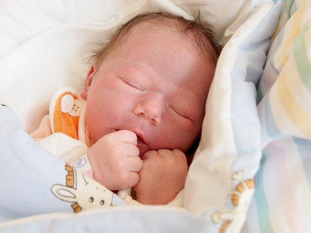 EMMA KOHANSKÁ se narodila ve čtvrtek 16. dubna v 8.23 hodin. Při narození vážila 3 310 gramů a měřila 50 centimetrů. Z malé Emmičky se raduje doma v Chebu sestřička Tamarka spolu s maminkou Lucií a tatínkem Otou.