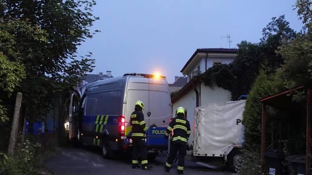 Evakuace bytového domu ve Františkových Lázních po výbuchu v jednom z bytů