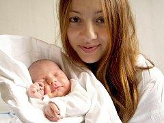 MARC POKORA přišel na svět v pátek 9. října v 16.20 hodin. Při narození vážil 2750 gramů a měřil 46 centimetrů. Tatínek David má ze synka Marca velkou radost a už se těší, až budou všichni i s maminkou Natálií doma Mariánských Lázních.