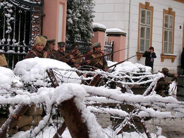 Recesistická akce  ´Dobývání Zimního paláce v Aši´ byla jednou z posledních, kterou ředitel muzea Pavel Chrást před svou tragickou smrtí pořádal
