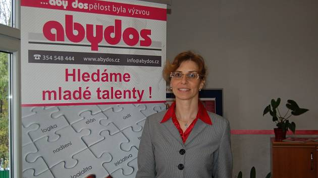 JEDNATELKA a majitelka firmy Abydos Olga Kupec uvedla, že spolupracují s Integrovanou střední školou Cheb a v letošním roce u nich vykonává po celý školní rok praxi pět učňů.