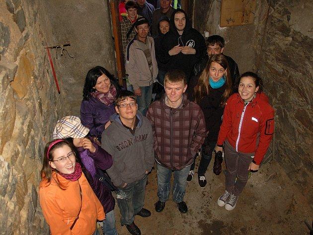 POČKAT SI VE FRONTĚ a vystoupit do věží kostela svatého Mikuláše v Chebu se návštěvníkům vyplatilo. Měli možnost se rozhlédnout po širokém okolí.