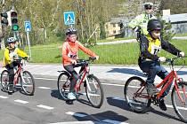 MLADÍ CYKLISTÉ. Děti ze základních škol se utkaly v okresním kole mladých cyklistů. Ukázat museli žáci nejen teoretické, ale i praktické znalosti