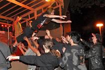 Rockery ve Františkových Lázních nedokázalo o víkendu rozházet ani špatné počasí