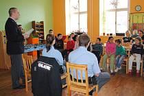 PREVENCE. Mezi školáky do nízkoprahového klubu Pohoda zavítali policejní preventisté. Dětem řekli, jak se mají bezpečně chovat doma i venku.