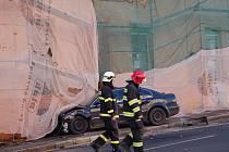 Mohla to být ´jen´ obyčejná dopravní nehoda dvou automobilů. Místo toho událost zaměstnala hasiče na dost dlouhou dobu.
