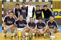 Vítězný tým Tipsport Cupu 2010: V pokleku zleva: Bouška, Pleyer, Iterský, Kučera, Vlk. Vzadu stojí zleva: Koza, Kubík, Vachůn, Sláma a  trenér Speierl.