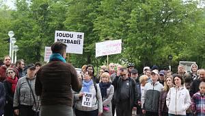 Protesty proti premiéru Andreji Babišovi a nové ministryni Marii Benešové