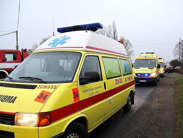 K vážné dopravní nehodě tří osobních automobilů došlo na silnici číslo 21 u Františkových Lázní.