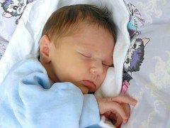 JAN KOMPIT si poprvé prohlédl svět v úterý 2. října v 11.33 hodin. Při narození vážil 3 580 gramů a měřil 51 centimetrů. Doma v Chebu se z malého Jeníčka raduje sestřička Klárka, maminka Markéta a tatínek Jan.