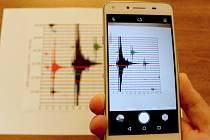 V NOVĚ CHYSTANÉ české aplikaci, která bude informovat o zemětřesení v západních Čechách, naleznou lidé i jednotlivé seismogramy z jednotlivých záchvěvů.