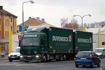 Další kamion následoval o minutu pozděj