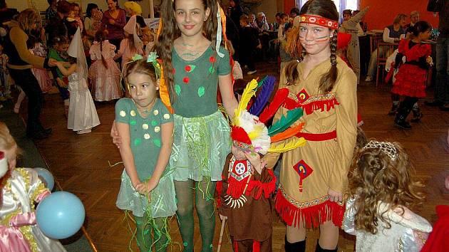 Děti z Chebska si o víkendu užívaly na karnevalu v restauraci v chebské části Háje.