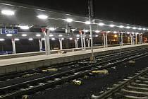 Některé vlakové spoje v kraji byly kvůli koronaviru zrušeny. Nádraží tak zejí prázdnotou.