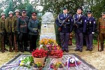 LIDÉ vzdali čest u pomníků padlým dozorcům Finanční stráže.