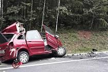 Čelní střet s kamionem nepřežil devatenáctiletý řidič osobáku.