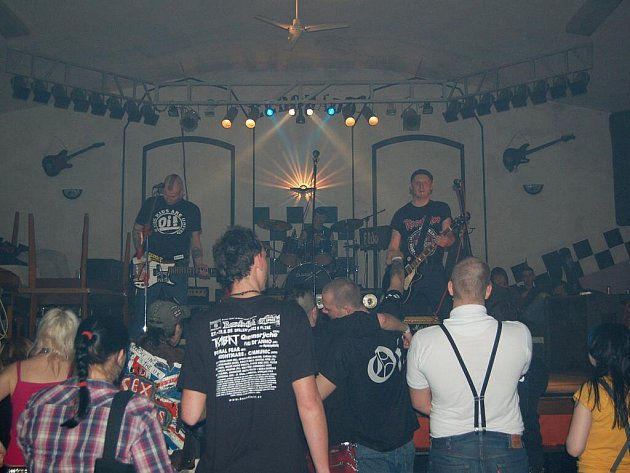Doslova punkový nářez se odehrál  mariánskolázeňském klubu Eldorádo.