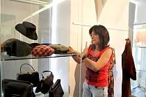 Vernisáž výstavy s názvem Ašská totalitní móda se v prostorách zámečku na Mikulášském vrchu uskuteční 27. června od 17 hodin a potrvá do 6. října.
