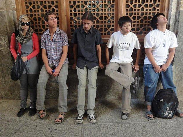 Čeští fyzici jsou třináctí nejlepší na světě. Takovou příčku si totiž z Teheránu odváží tým složený převážně ze studentů chebského gymnázia.
