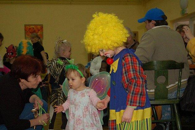 V Drmoulu a Staré Vodě si užili karneval