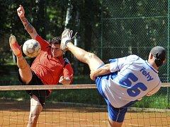 Na františkolázeňských kurtech se odehrál nohejbalový turnaj O pohár starosty Františkových Lázní v rámci série Bakalář Cupu 2013
