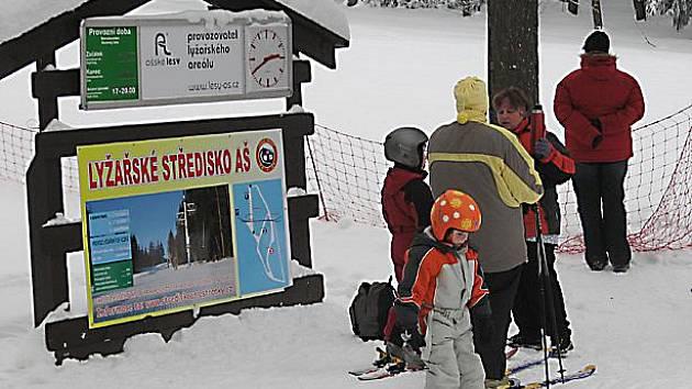 Lyžařské středisko Aš, které se nachází v nejzápadnějším koutu České republiky na vrchu Háj, v nadmořské výšce od 620 do 750 metrů, je připravené na nápor sportovců.
