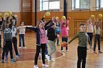 Hra s míčem řádně rozzářila oči dětí.