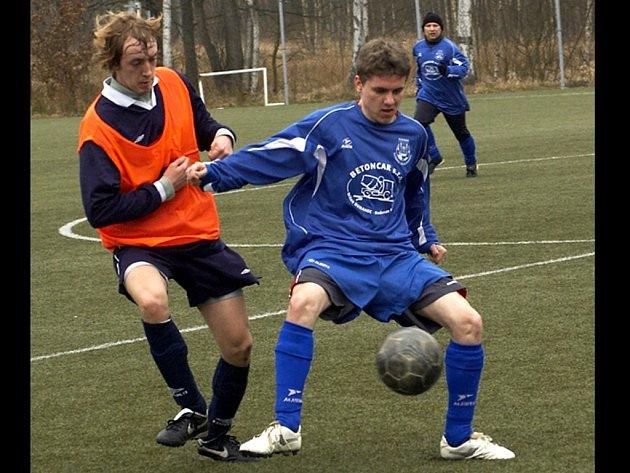 POSLEDNÍ přípravný duel sehráli fotbalisté Jiskry Aš na umělé trávě ve Františkových Lázních s celkem Dolního Žandova. Generálka ašskému týmu nevyšla, když jen remizoval 2:2.