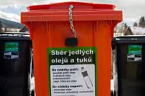 OLEJ DO DŘEZU nepatří. V polovině letošního roku se v chebských ulicích objeví kontejnery na využité jedlé tuky.