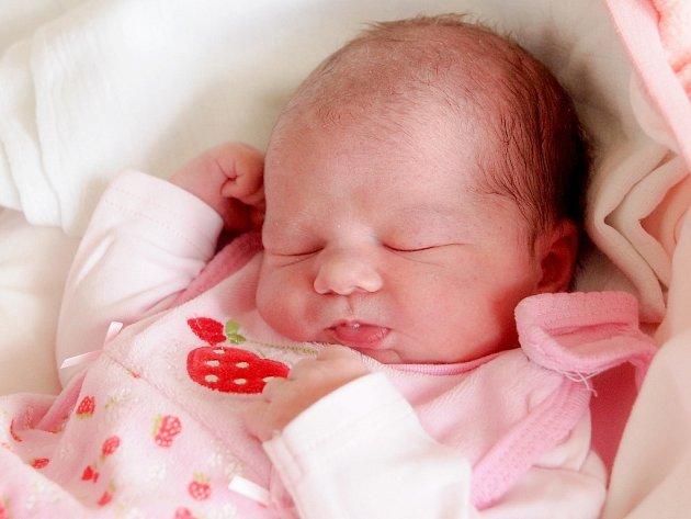 NELA NOVÁČKOVÁ přišla na svět ve čtvrtek 7. května v 2.08 hodin. Při narození vážila 3 300 gramů a měřila 49 centimetrů. Doma v Okrouhlé se z malé Nelinky raduje bráška Vladimír, maminka Nikola a tatínek Miroslav.