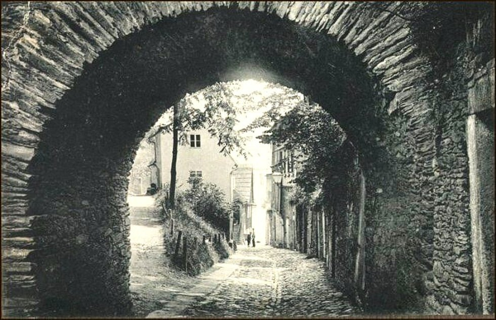 Historické fotky nejstarší stavby v Aši.