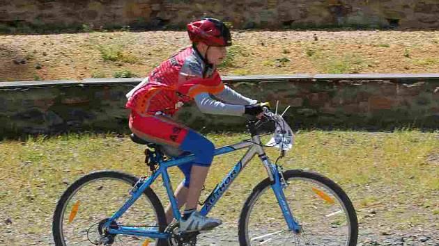 Závod horských kol se konal v areálu chebského Poohří