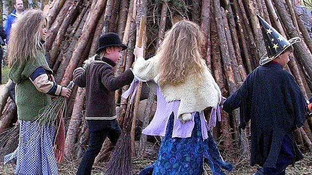 Na pálení čarodějnic se těší dospělí i děti