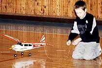 Halový modelářský letecký den je název akce pro malé i velké milovníky techniky i sportovních kousků.