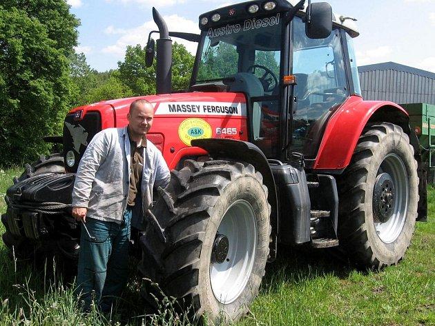Zemědělci dotace vítají. Moderní traktor stojí stejně, jako menší rodinný dům