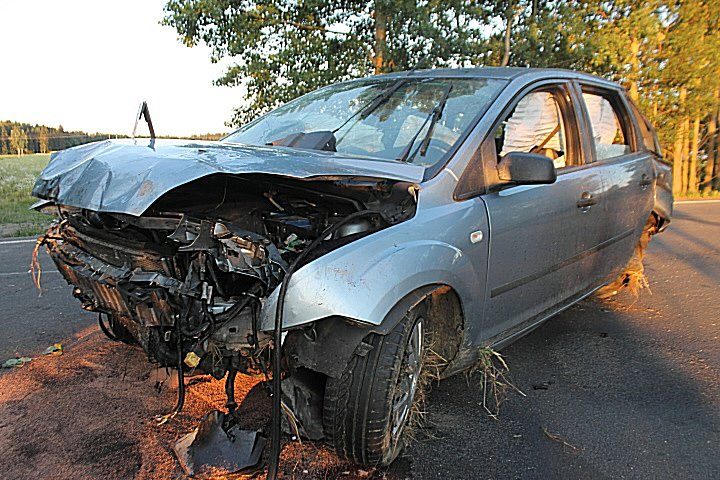 Dne 6. července kolem půl sedmé večer došlo na silnici III. třídy číslo 20171 k vážné havárii osobního vozidla