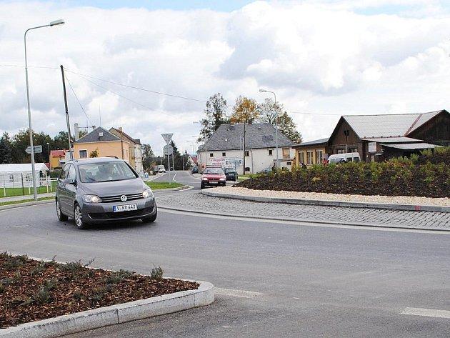 Lidé ve Skalné s úlevou přivítali, že rekonstrukce nejdůležitější silnice ve Skalné skončila.