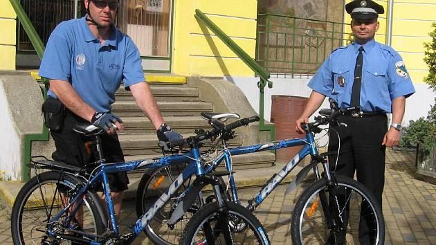 Městští policisté ve Františkových Lázní používají ve službě i dvě zbrusu nová jízdní kola