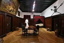 Z domu, kde byl Albrecht z Valdštejna zavražděn, se stalo muzeum. Onu ložnici si tak lidé stále mohou prohlédnout.