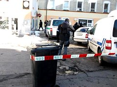 CHEBŠTÍ POLICISTÉ sledovali cizince několik měsíců. V pondělí provedli razii hned ve dvou ašských objektech.