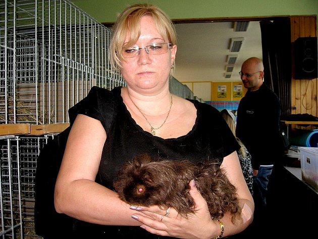 Dům dětí a mládeže Sova v Chebu ožil pod návalem návštěvníků při výstavě morčat, kterou pořádal mladý chovatel Milan Škoda již počtvrté.