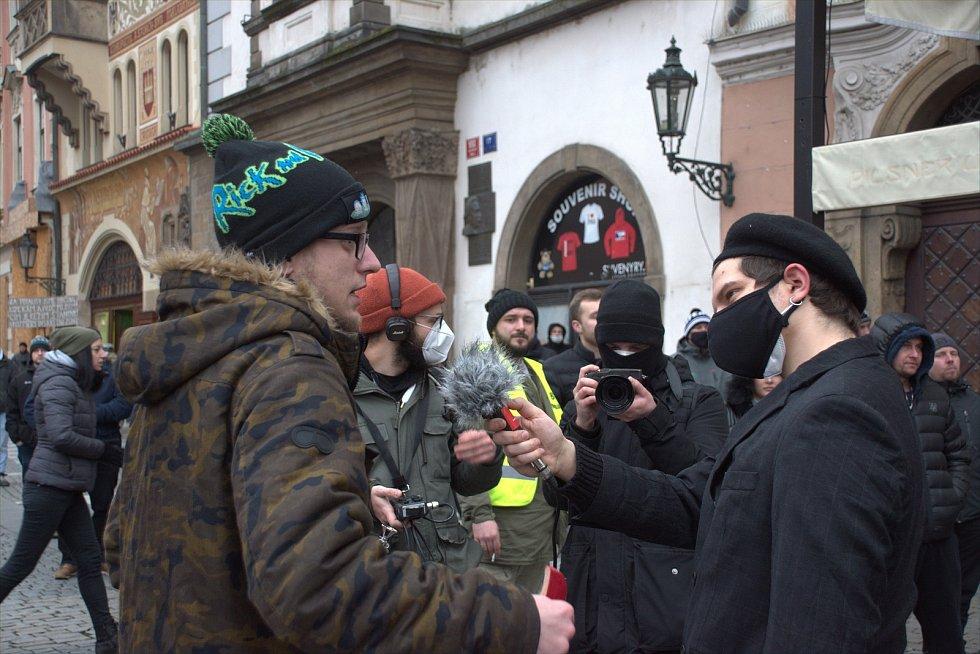 Fotografky ze západu Čech zachytily atmosféru protestů na Staroměstském náměstí