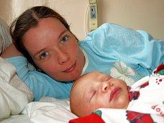 DANIEL MILLER přišel na svět v úterý 30. prosince v 8 hodin. Při narození vážil 3630 gramů a měřil 50 centimetrů. Pětiletý David a tatínek David se už těší, až si malého Danielka a maminku Danielu odvezou domů do Mariánských Lázní.