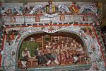 Historická chebská kachlová kamna si převzali do rukou restaurátoři.