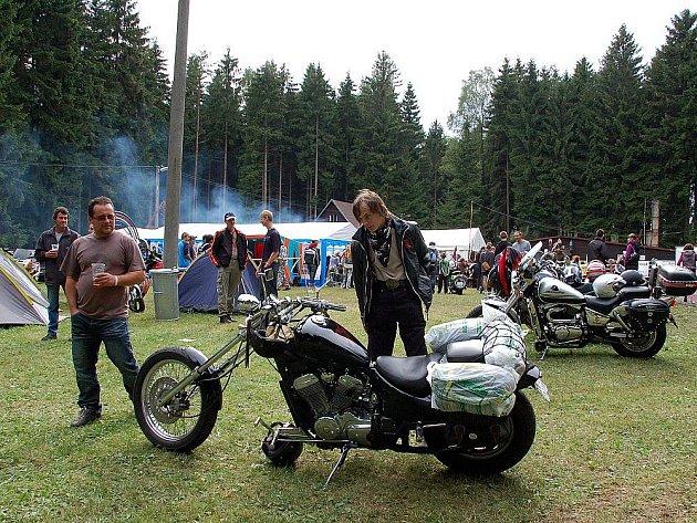 Ve Studánce se sešli motorkáři.