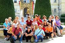 Vesnický mažoretky z Nového Kostela (14 lidových umělkyň a jeden tanečník ve věku 14 až 69 let), které netradičním a veselým pojetím svých vystoupení zdárně reprezentují svou obec nejen v Karlovarském kraji, si užily oddychové soustředění.
