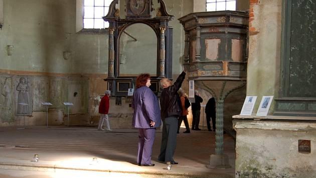 Interiér kostela sv. Wolfganga v Poustce na Františkolázeňsku