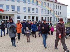 LONI ´Silvestrovský pochod pro radost´ startoval také od františkolázeňské základní školy.